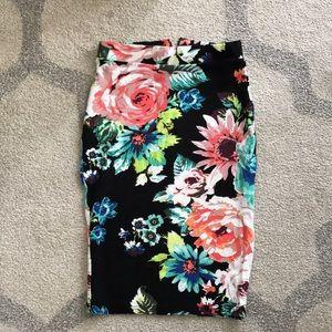 Printed bodycon floral skirt.